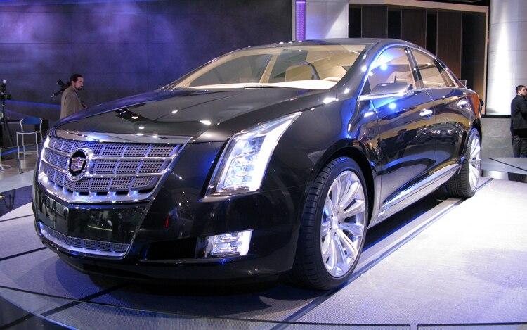 1001 06 Z Cadillac XTS Concept Front Three Quarter View