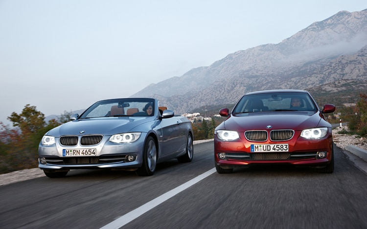 1001_05_z 2011_bMW_3 Series_coupe_and_convertible Front_view