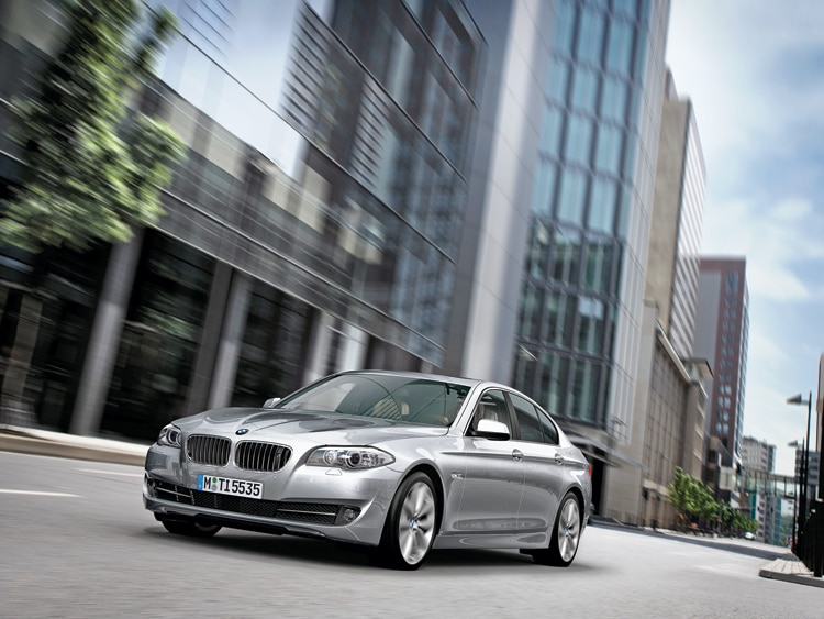 1002 01 Z 2011 BMW 5 Series Front Three Quarter View