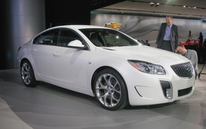 Buick Regal GS Front Three Quarter 1 660x413