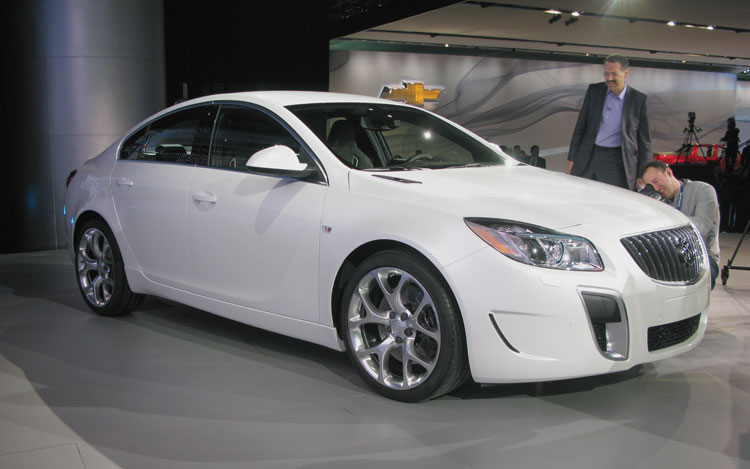 Buick Regal GS Front Three Quarter 1