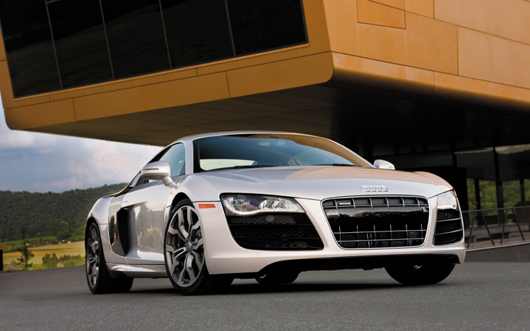 1002 01 Z 2010 Audi R8 Front Three Quarter View