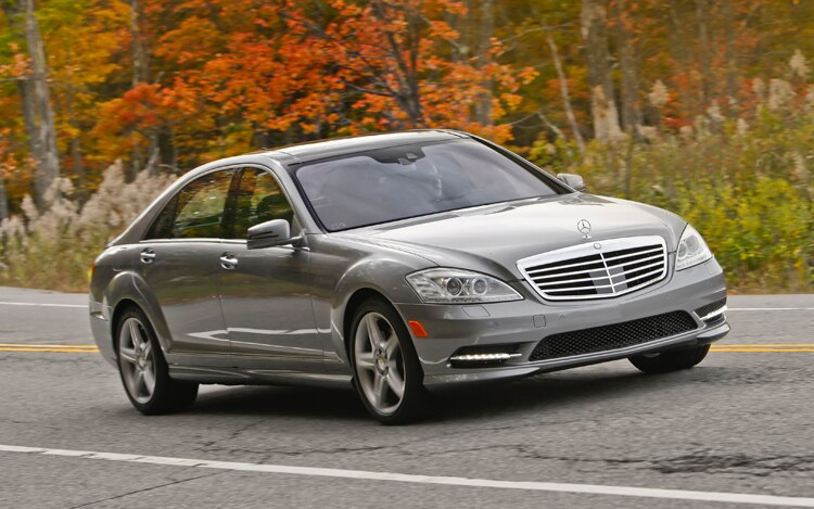 1002 03 Z 2010 Mercedes Benz S550 4Matic Front Three Quarter View