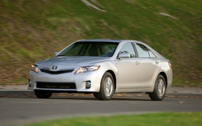 1002 05 Z 2010 Toyota Camry Hybrid Front Three Quarter View 660x413