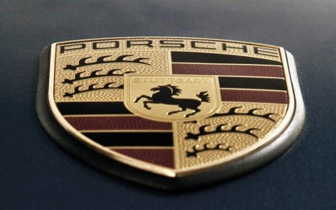 1003 12 Z Porsche 911 Emblem 660x413