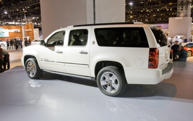 2010 Chevrolet Suburban Side1 660x413