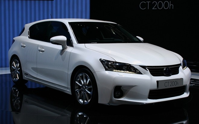 2011 Lexus CT 200h Front Three Quarter Passenger 660x413