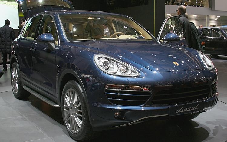 2011 Porsche Cayenne Front Three Quarter1