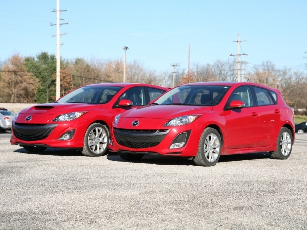 0911 09 Z 2010 Mazda3 VS Mazdaspeed3 Front Three Quarter View 604x453