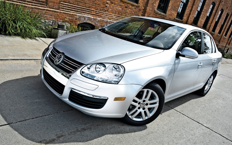 1003 01 Z 2009 Volkswagen Jetta TDI Front Three Quarter View