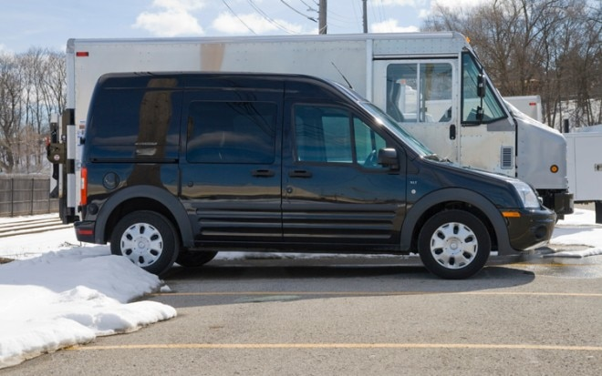 1003 04 Z 2010 Ford Transit Connect XLT Wagon Profile 660x413