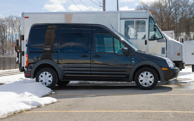 1003 04 Z 2010 Ford Transit Connect XLT Wagon Profile