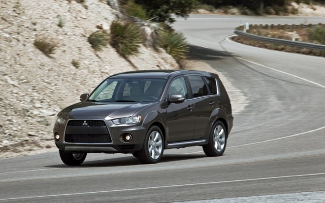 1003 04 Z 2010 Mitsubishi Outlander 3 0 GT S AWD Front Three Quarter View 660x413