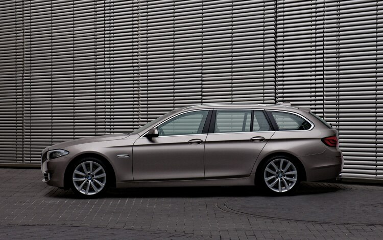 1003 08 Z 2011 BMW 5 Series Touring Driver Side View