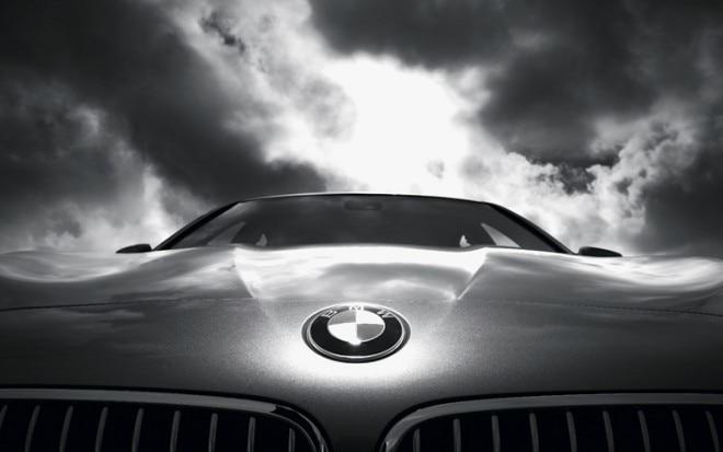 1004 01 Z 2011 BMW 535i Emblem 660x413