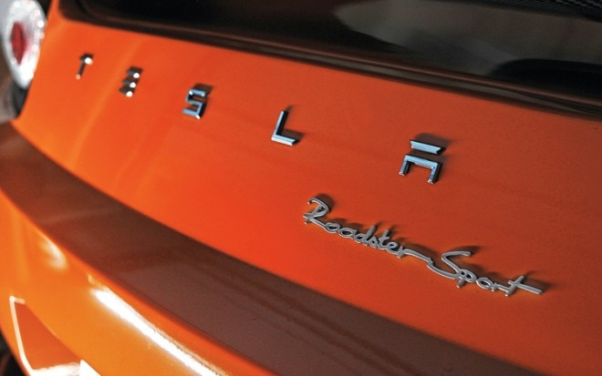 1004 02 z tesla roadster 2 0 sport emblem1