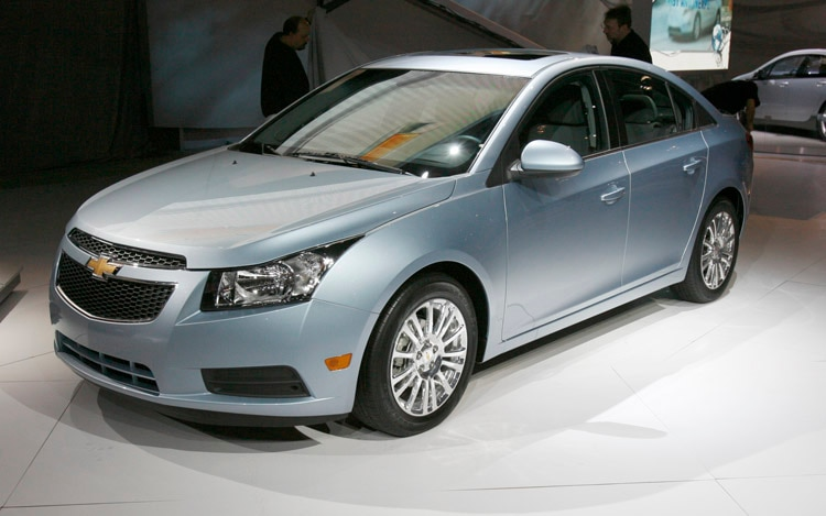 2011 Chevrolet Cruze Eco Front Three Quarter View1