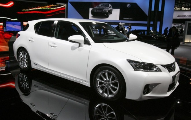 2011 Lexus Ct200h Front Three Quarter View1 660x413