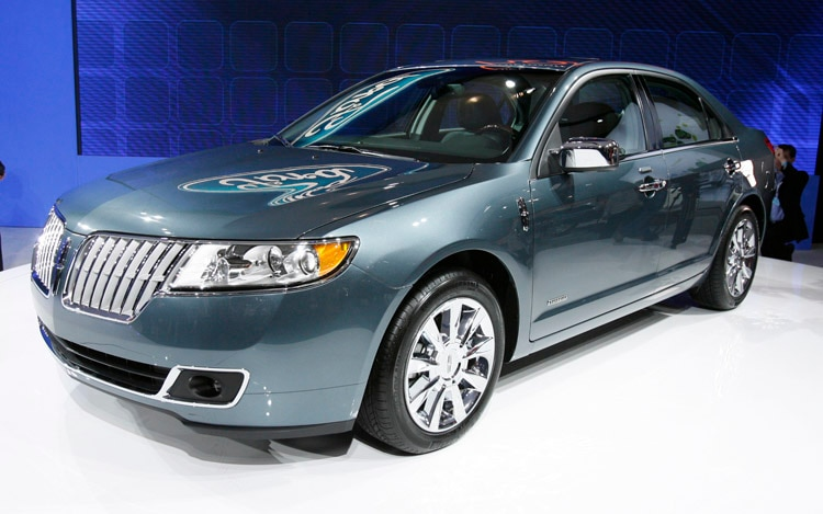 2011 Lincoln MKZ Hybrid Front Three Quarter View