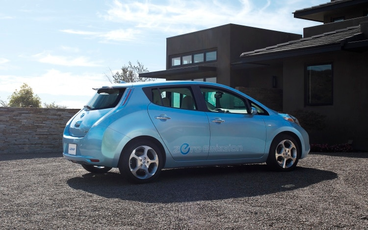 2011 nissan leaf priced at 32 780 before federal tax credit. Black Bedroom Furniture Sets. Home Design Ideas