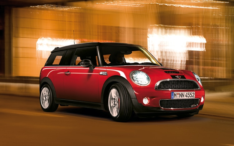 1004 01 2010 Mini John Cooper Works Clubman Front Three Quarter View