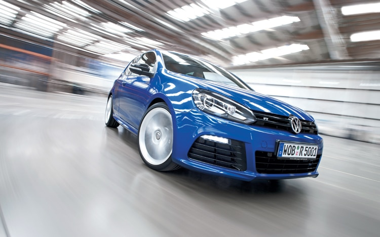 1004 01 Z 2010 Volkswagen Golf R Front Three Quarter View