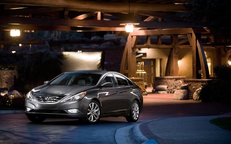 1004 07 2011 Hyundai Sonata Limited Front Three Quarter View