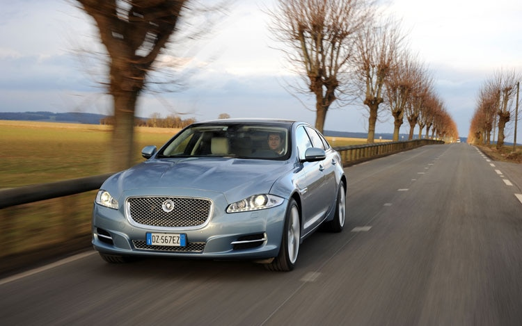 2011 Jaguar XJ Front Three Quarters Driver