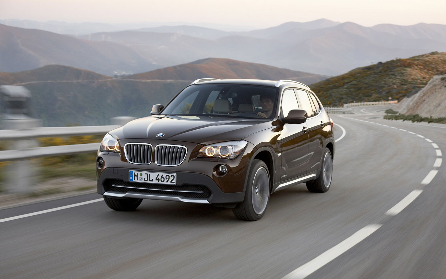 bmw counting on new x1 5 series to revive sales. Black Bedroom Furniture Sets. Home Design Ideas