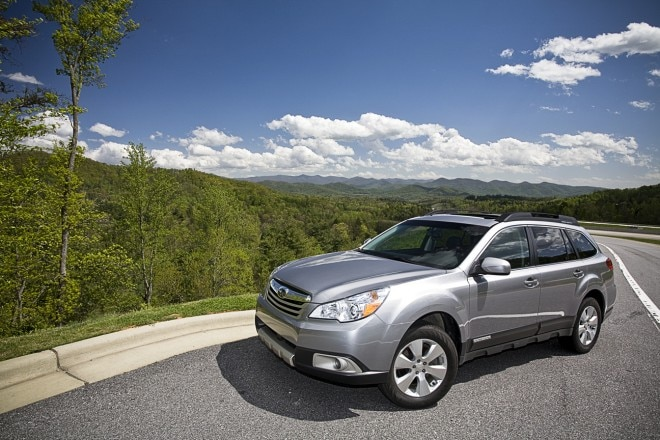 1005 01 2010 Subaru Outback Limited Front Three Quarter View 660x440