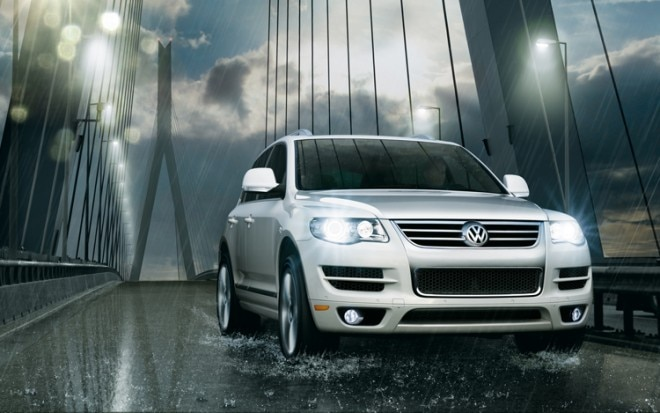 1005 02 2010 Volkswagen Touareg V 6 TDI Front Three Quarter View 660x413