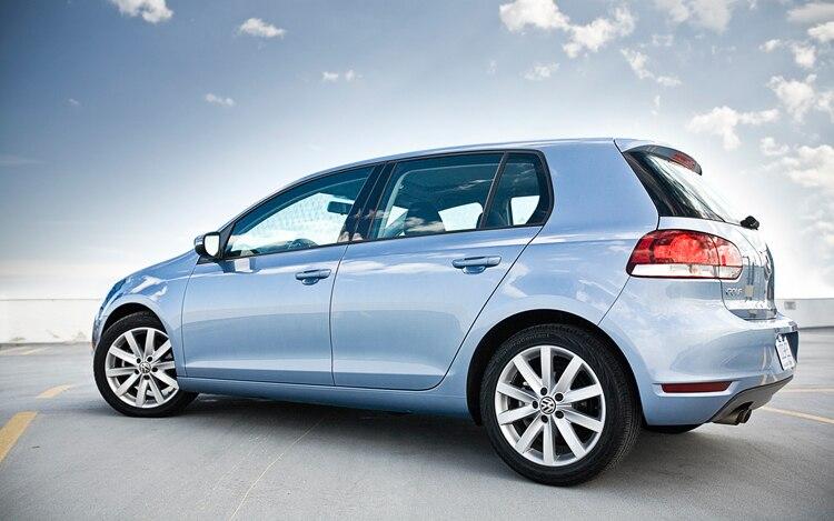 1005 06 2010 Volkswagen Golf TDI Side View