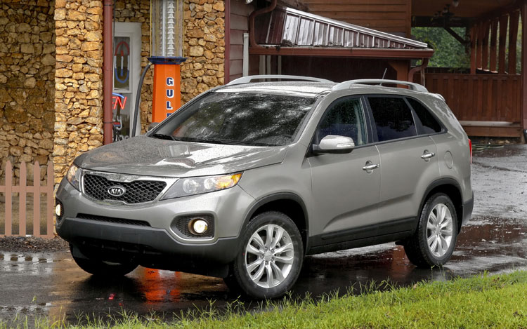2011 Kia Sorento Front Three Quarter Static3
