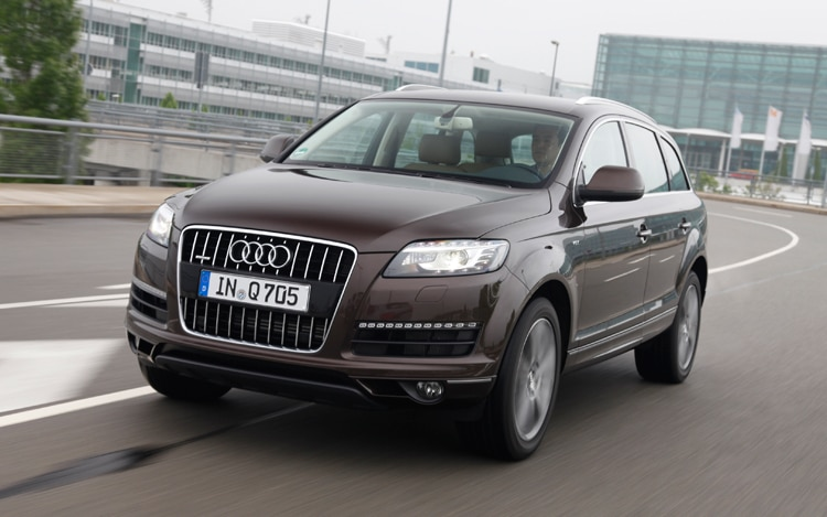 1005 02 2011 Audi Q7 Front Three Quarter View