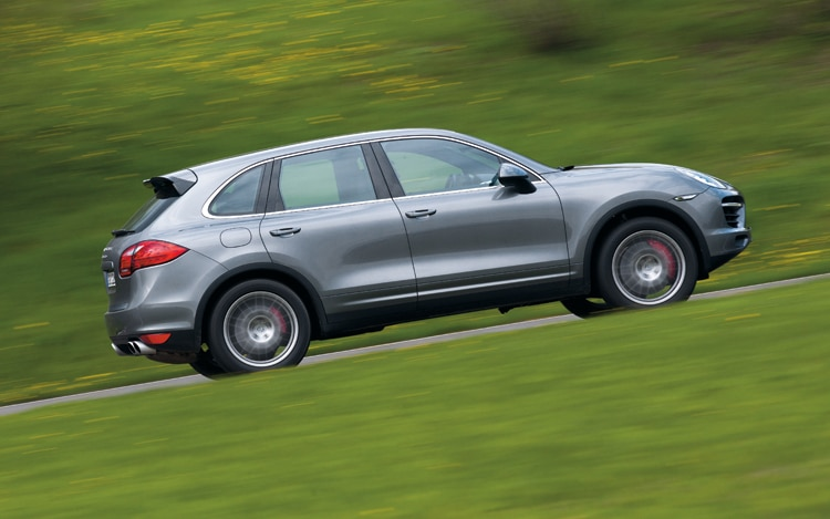 1007 01 2011 Porsche Cayenne Turbo Side View