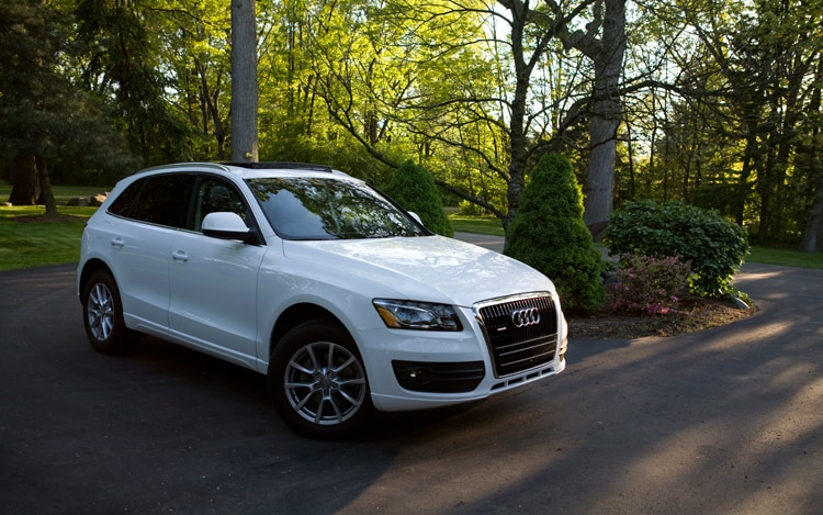 2010 Audi Q5 Front Three Quarters Static1