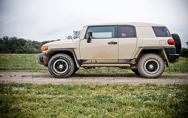 2010 toyota fj cruiser toyota midsize suv review. Black Bedroom Furniture Sets. Home Design Ideas