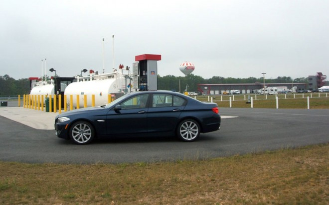 2011 BMW 535i Side View 660x413