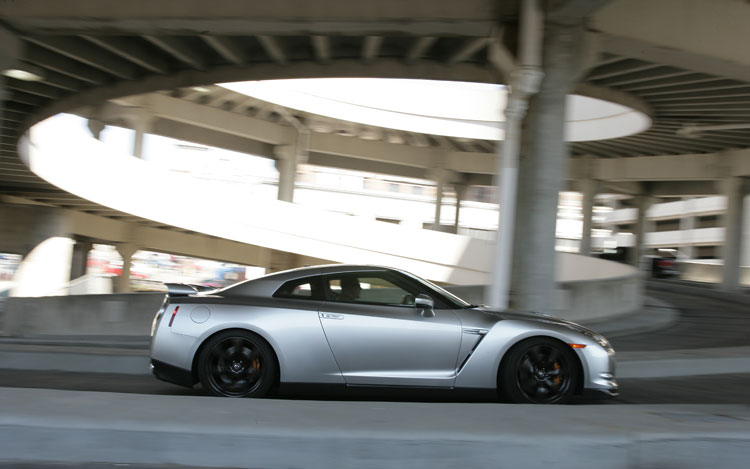 2009 Nissan GT R Side Static In Motion1