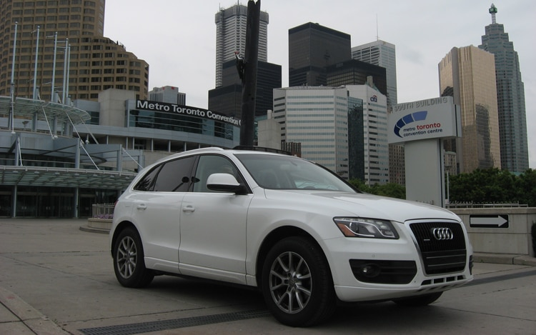 2010 Audi Q5 Front Three Quarters View