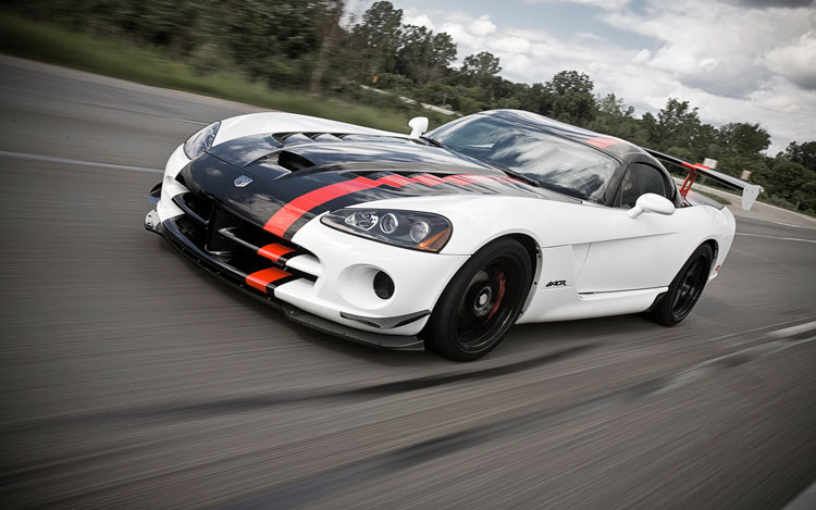 2010 Dodge Viper SRT10 Front Three Quarters1