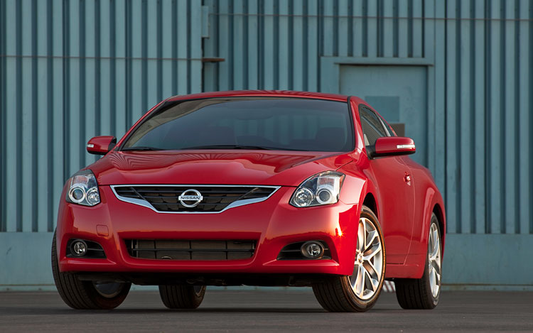 2010 Nissan Altima Coupe Front Three Quarter4