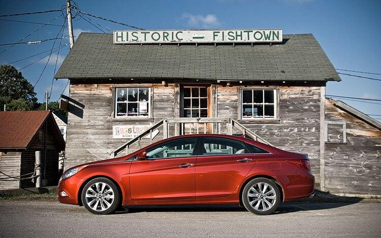 2011 Hyundai Sonata SE Side 21