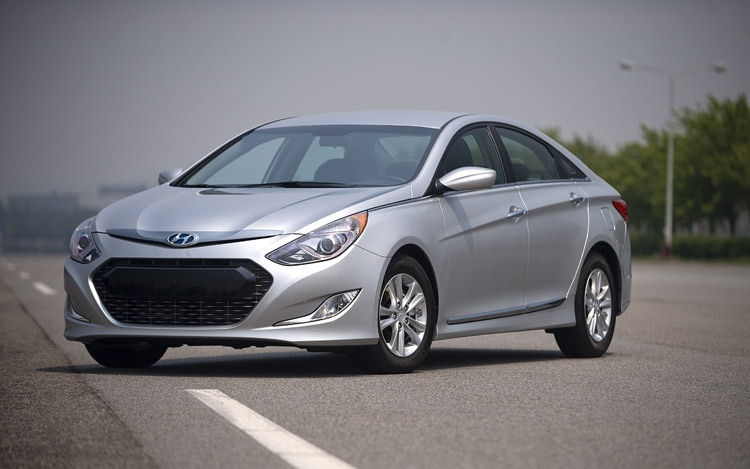 2011 Hyundai Sonata Hybrid Three Quarters2