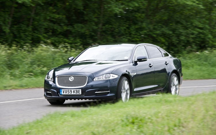 2011 Jaguar XJ Front Three Quarters Driver1