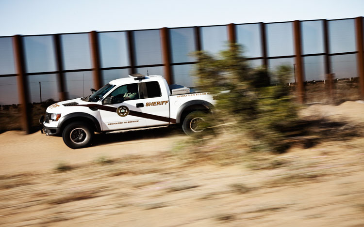 Ford F 150 SVT Raptor Border Fence2