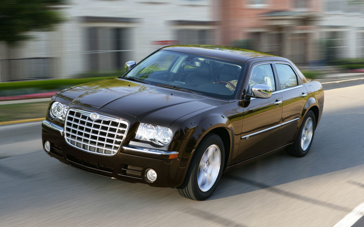 2010 Chrysler 300C Front View
