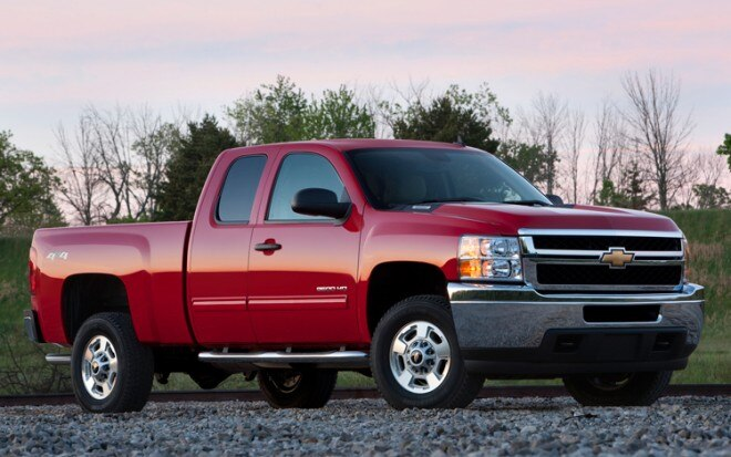 2011 Chevrolet Silverado 2500 HD Front Three Quarters2 660x413