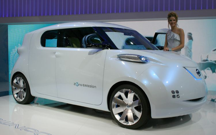 Nissan Townpod Concept Front Three Quarters View1
