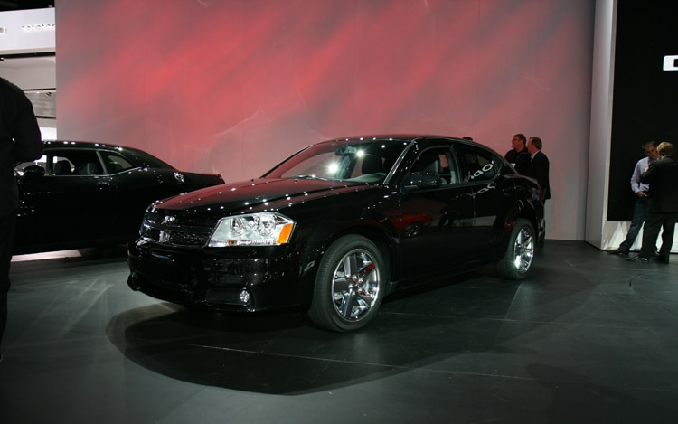 2011 Dodge Avenger Front Three Quarters Static1
